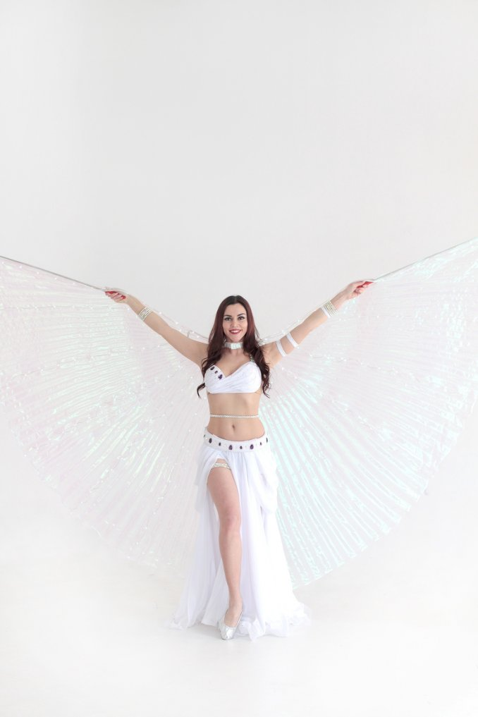 танец со светящимися крыльями