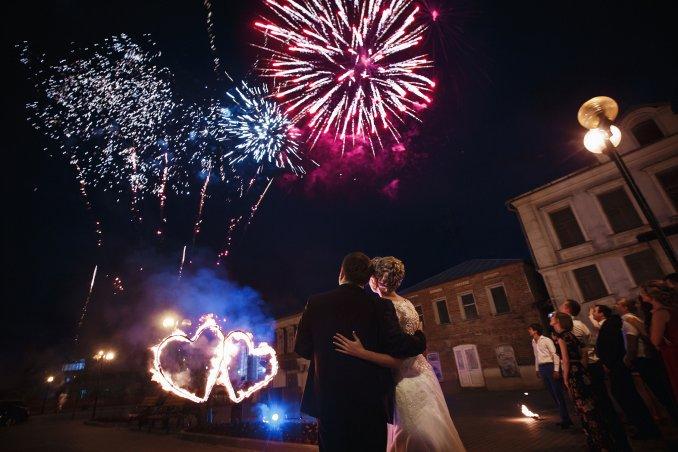 Огненные сердца и салют на свадьбу
