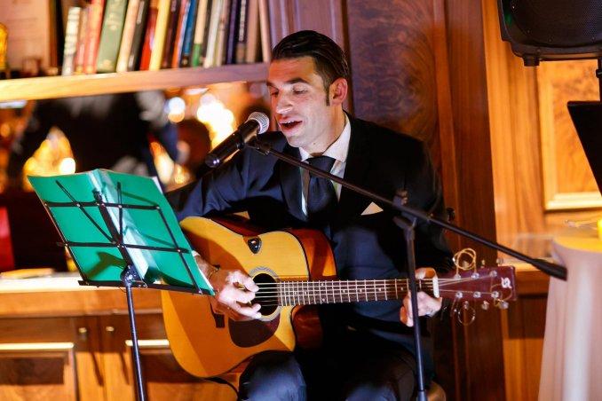 Итальянский певец СПБ , автор-исполнитель