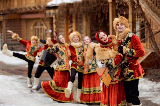 Фольклорный ансамбль «Любо-Мило» на масленицу в русском стиле Москва