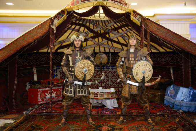 Встреча гостей в казахском национальном стиле