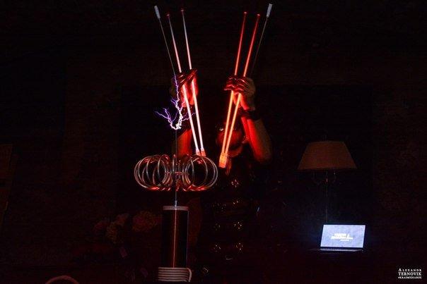 Световое электро-шоу Тесла
