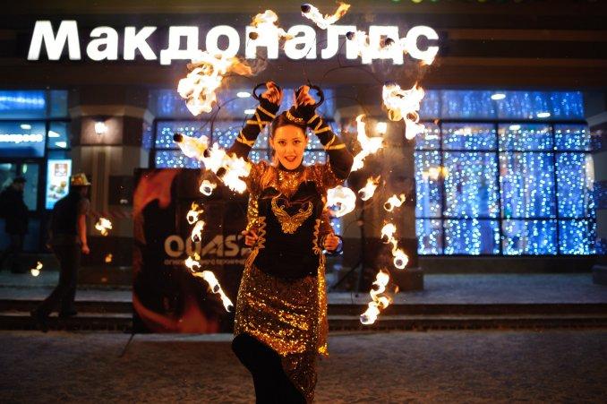 Яркое огненное шоу на Баумана
