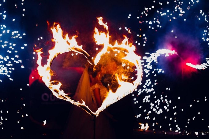 Яркое огненное шоу Бурлеск