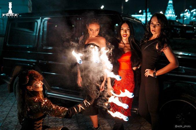Яркая вечеринка в клубе с огненным шоу