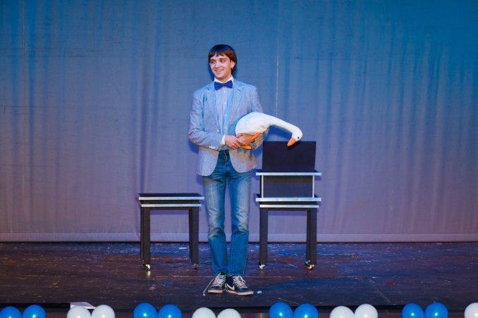 Фокус с уткой на театральной сцене