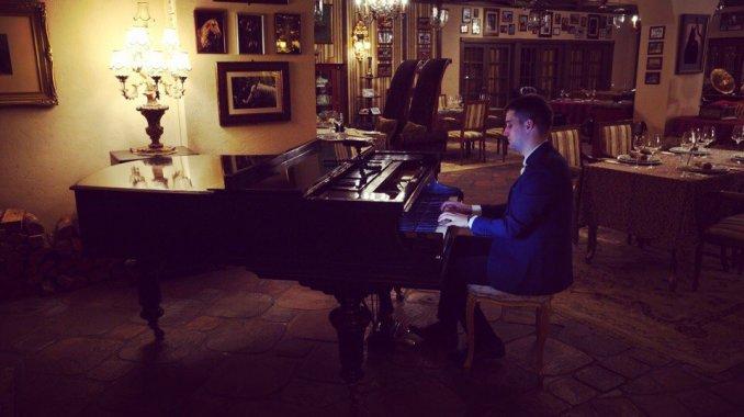 Пианист-вокалист