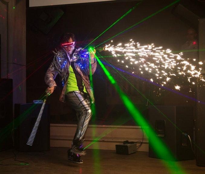 Laser violinist - самый лазерный электро скрипач в мире!