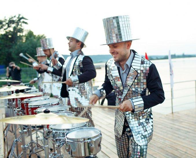 DRUMATACA Шоу зеркальных барабанщиков