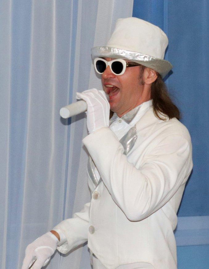 Singer and showman Anatoly Schastyev
