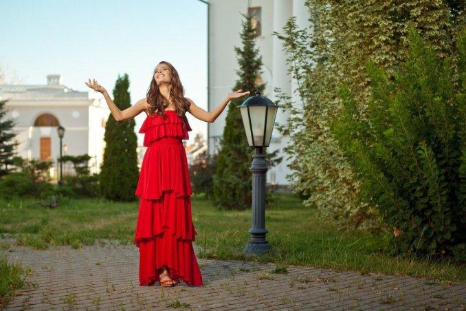 Ведущая и певица Юля Кантонистова