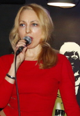 Певица ведущая кавердуэт
